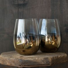 Exquisite Nel Lusso stemless glassware with a subtle gold base looks and feels stunning to hold. For wine, water or whatever! Wine Glasses For Sale, Glass Bar, Stemless Wine Glasses, Home Buying, Things To Buy, Tumbler, Wedding Gifts, Gold, Decor