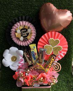 Creative Gift Baskets, Creative Gifts, Candy Bouquet, Balloon Bouquet, Chocolate Bouquet, Candy Gifts, Chocolate Gifts, Party Centerpieces, Food Gifts