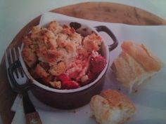 zalmcrumble met tomaatjes Yummy Food, Delicious Recipes, Potato Salad, Chicken, Meat, Baking, Ethnic Recipes, Groot, Le Creuset
