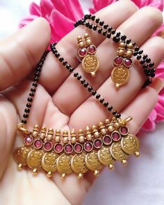 Traditional Gold Mangalsutra Designs Ideas - The handmade craft Jewelry Design Earrings, Gold Earrings Designs, Necklace Designs, Beaded Jewelry, Silver Jewelry, Necklace Ideas, Bead Jewellery, Swarovski Jewelry, Silver Bracelets