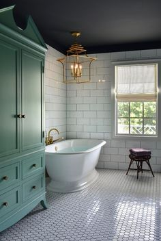 5 Ways to Create a Luxurious Modern Bathroom Design - Your bathroom is the space that deserve a little luxury. Check out these luxurious modern bathroom design ideas for your bathroom remodel inspirations. Dream Bathrooms, Beautiful Bathrooms, Master Bathrooms, Master Baths, Modern Bathrooms, Luxury Bathrooms, Master Bathtub Ideas, Modern Vintage Bathroom, Tiled Bathrooms