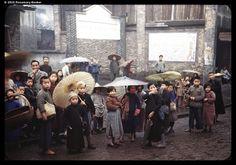 arthur-leonard-fiddament-1945-chungking-umbrellas-photography-of-china.jpg