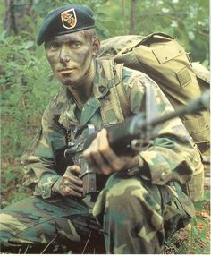 US Airborne Ranger trooper bearing Military Special Forces, Military Veterans, Vietnam Veterans, Photo Vietnam, Vietnam War Photos, Military Photos, Military History, Military Art, American War