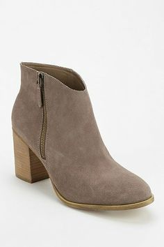 $69 Urban Outfitters Ecote Joey Side-Zip Heeled Ankle Boot TAUPE, BLACK -- 7