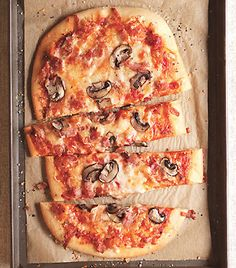 This oozing three-cheese pizza features a topping of chopped pancetta and thinly sliced mushroom caps. Mushroom Pizza, Mushroom Recipes, Mushroom Caps, Flatbread Pizza, Pizza Pizza, Pizza Party, Big Pizza, I Love Pizza, Savory Tart