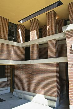 Detail - Frederick C. Robie House - Frank Lloyd Wright - Prairie Style - Hyde Park, Chicago, Illinois