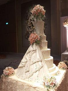 Wedding cake structure - cake by The Cakewalk by Sharm - CakesDecor Huge Wedding Cakes, Extravagant Wedding Cakes, Floral Wedding Cakes, Amazing Wedding Cakes, Elegant Wedding Cakes, Wedding Cakes With Flowers, Elegant Cakes, Wedding Cake Designs, Wedding Cake Toppers