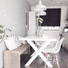 DIY Wood pallet bench kitchen nordic dining white Eames chair DSW DIY wooden pallet bench kitchen No Diy Wood Pallet, Pallet Benches, White Eames Chair, White Chairs, Sweet Home, Studio Apartment Decorating, Apartment Interior, Small Condo Decorating, Home And Deco