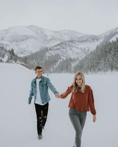 Double posting all the winter wonderland goodness today ❄️ the way the snow rests on the pines after the fresh snowfall kills me 😍 thefresh Winter Couple Pictures, Winter Pictures, Winter Engagement Photos, Engagement Photo Outfits, Engagement Pictures, Couple Photography Poses, Winter Photography, Winter Outfits, Couple Outfits