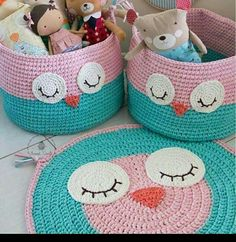 Crochet Pillow Owl Baby Blankets 23 New Ideas Diy Crochet Basket, Crochet Mat, Crochet Carpet, Crochet Owls, Crochet Basket Pattern, Crochet Pillow, Crochet Home, Crochet Crafts, Crochet Projects