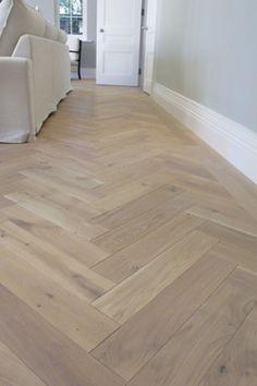 Afbeeldingsresultaat voor pvc v-patroon hout Living Room Flooring, Kitchen Flooring, Bedroom Flooring, Living Rooms, Basement Flooring, Basement Bathroom, Wooden Flooring, Vinyl Flooring, Flooring Ideas