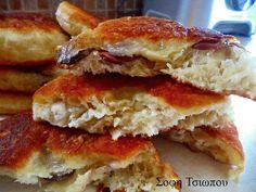 Φλαούνα ή κουλούρα ξηρομερίτικη .Μια φανταστική συνταγή για μια παραδοσιακή εύκολη και πεντανόστιμη πίτα απο τη Σοφη Τσιώπου  ΥΛΙΚΑ 2 1/2 κούπες περίπου χλιαρό νερό 1 φακελάκι μαγιά ξηρή 1 1/2 κουτ.γλ. αλάτι ψιλό 1/2 φλυτζάνι λάδι 1 κουτ.γλ. ζάχαρη 1 κιλό αλεύρι για όλες τις χρήσεις 300 γρ.φέτα σκληρή πικάντικη τριμμένη με το …