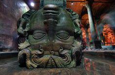 Medusa, dentro de la Cisterna de Estambul.