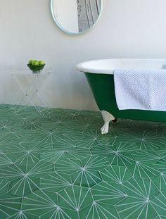 Tegels met fantastisch retro-patroon. Hulp nodig of meer ideeën zien? http://bureaubinnenshuis.nl/particulieren/inspiratie/