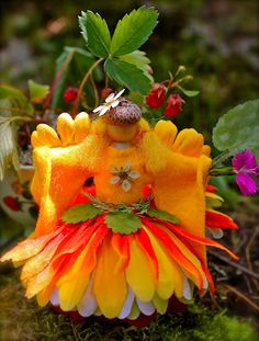 "Twig and Toadstool: Queen Summer. The perfect addition for your fairy garden! ☀CQ #crafts #DIY Thanks so much for sharing your ""Queen Summer"" and this amazing blast of summer color!"