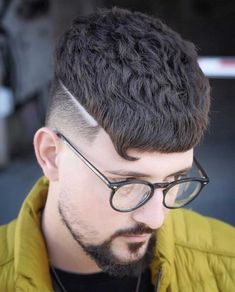 20+ Textured Haircut Ideas for Men - Men's Hairstyle Tips #quiffhaircut #menshairstyles #menshaircut #menshaircuts #texturedhaircut Quiff Haircut, Crop Haircut, Short Textured Hair, Textured Haircut, High Top Fade, Bleach Blonde, Comb Over, Modern Hairstyles, Haircuts For Men