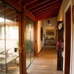 Casa de Praia: Corredores, halls e escadas translation missing: br.style.corredores-halls-e-escadas.rústico por Espaço do Traço arquitetura