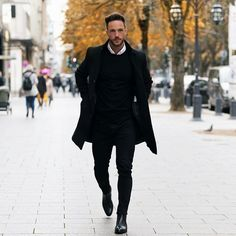 How to wear black overcoat for men, overcoat styles for men. Winter is in full swing (at least in our part of the World) and to help you look sharp is our top priority. Black Casual Outfits, Black Outfit Men, Winter Outfits Men, Stylish Mens Outfits, Men Casual, Black Men, Casual Clothes For Men, Outfits For Men, Smart Casual Menswear