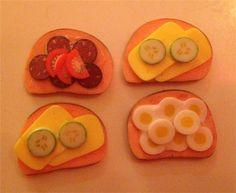 Miniatyr smörgåsar med pålägg till dockhus & tittskåp