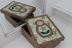 Caixa Patchwork Embutido Matrioska Applique Quilts, Decorative Boxes, Patches, Lily, Fabric, Patchwork Ideas, Design, Home Decor, Scrapbooking Ideas