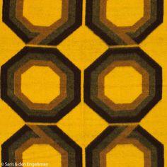 Deze hadden we al in andere kleuren, maar even van het oranje overstappen naar lekker knalgeel: een deken van Vendorama, uit de tijd dat V&D nog een grande dame was in de winkelwarenhuizenland.
