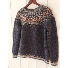 Certains projets sont vraiment source de fierté 😊. Ce premier pull jacquard dans lequel j'ai mis un peu des couleurs de l'Ecosse en fait partie ❤️. Belle journée à toutes, sous un magnifique ciel bleu ce matin ! 🍁 #teljasweater by @knit.love.wool 🍁 #lettlopi #lettlopiyarn #telja #jennifersteingass #handmadeknitting #wintercancome #strandedknitting #icelandicsweater #nordicknitting #jacquard #knit #knitting #knittingaddict #instaknit #instaknitting #instaknitters #knittersofinstagram #knitter Sweater Cardigan, Jumper, Pull Jacquard, Useful Life Hacks, Pullover, Knitting, Sweaters, Knits, Golf