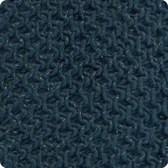 Divinus: 73% Acrylic/Acrílico, 15% Wool/Lã,   10% Alpaca, 2% Metallic Polyester/Poliéster Metálico. Needles/Agulhas 6-7 (USA 10-11). Weight/Gramagem 50g = 75m (1.75oz = 82yds)