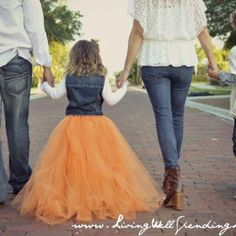 No-Sew Full Tutu Skirt: all you need is tulle, scissors, and elastic. I must do this!