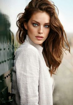 American model Emily DiDonato continues her association with fashion retail label Calzedonia, and stars for the Spring/Summer 2015 Campa. Emily Didonato, Most Beautiful Faces, Beautiful Eyes, Gorgeous Women, Modelo Emily, Spring Summer 2015, Beauty Women, Victoria's Secret, Photoshoot