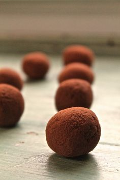Healthy and delicious raw chocolate maca truffles made with whole foods and packed with nutrients, healthy fats, and protein.