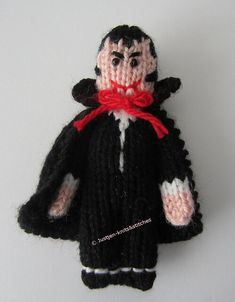 The Little Vampire – Free Halloween Knitting Pattern by justjen-knitsandstitches! The Little Vampire is only tall, and is knitted in yarn. Free Pattern More Patterns Like This! Loom Knitting, Knitting Stitches, Free Knitting, Knitting Toys, Halloween Treat Bags, Halloween Diy, Halloween Crochet, Halloween Stuff, Tejido Halloween