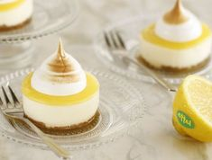 Personal cheese cakes with lemon cream and meringue (Photo: Chen Shuqrun, good food)