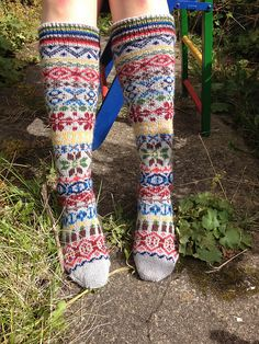 Perfect weather for spinning and knitting: Shetland Wool Week 2015 - more woolly adventures Knitting Socks, Hand Knitting, Knitting Patterns, Shetland Wool Week, Slipper Socks, Slippers, Boot Toppers, Funky Socks, Leg Warmers