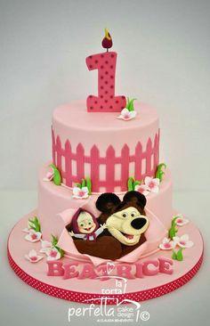 Itzel masha Baby Birthday Cakes, Bear Birthday, Girl Birthday, Masha Cake, Marsha And The Bear, Bolo Fack, Cake Decorating With Fondant, Baby Girl Shower Themes, Bear Party