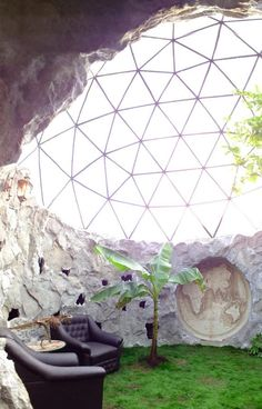 Schier unkaputtbar: Biodome, das Haus der Zukunft Absolutely unbreakable: Biodome, the house of the Maison Earthship, Earthship Home, Earthship Design, Natural Building, Green Building, Future House, Geodesic Dome Homes, Geodesic Dome Greenhouse, Nachhaltiges Design