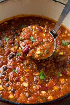 Vegetarian Quinoa Chili Recipe | Vegetarian Quinoa Chili Recipe Vegetarian Quinoa Chili Recipe Ingredients  2 cups cooked quinoa 1 Tbsp extra virgin olive oil 1 large yellow onion, diced (1 3/4 cup) 4 cloves garlic, minced 2 (14.5 oz) cans diced tomatoes 1 (15 oz) can tomato sauce 1 1/2 – 2 cups water (or chicken broth if... #BlackPepper, #Chicken, #Corn, #Healthy, #Quinoa, #Recipes, #Tomato Vegetarian Quinoa Chili, Vegetarian Recipes, Cooked Quinoa, Healthy Recipes, Healthy Dinners, Top Recipes, Chili Recipes, Tomato Quinoa Recipe, Vegan Dishes