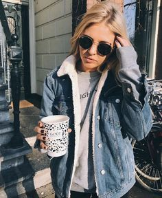 casual fall style // sherpa lined denim jacket Winter Dress Outfits, Casual Fall Outfits, Fall Winter Outfits, Dress Winter, Denim Jacket Outfit Winter, Cute Jean Jacket Outfits, Oversized Denim Jacket Outfit, Cold Weather Outfits, Look Fashion