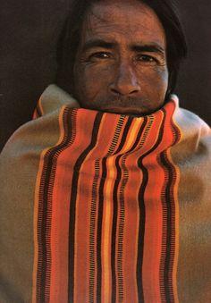 Portraits des Indiens Tarahumara Par John Running Et Martin Melkonian. We Are The World, People Of The World, American Indian Art, Native American Indians, Native Americans, John Lennon And Yoko, City C, American Spirit, Portraits