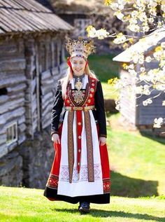 Bride from Hardanger - by Laila Duran Costume Ethnique, Costumes Around The World, Ethnic Dress, Folk Costume, Bride Costume, Traditional Dresses, Traditional Wedding, The Dress, Bridal Style