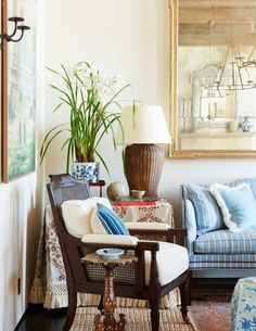 Coastal Living Rooms, Home Living Room, Living Room Decor, Living Spaces, Coastal Cottage, Coastal Homes, Chinoiserie, Reese Witherspoon House, Mark Sikes
