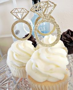 These cupcakes toppers from @SeventhandJ are so adorable!