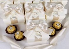 Champagne wedding favor gift boxes with doubled satin ribbon bow and gold names, Elegant personalized bonbonniere for gifts and favors for your guests. #welcomebox #giftbox #personalizedgifts #weddingfavor #weddingbox #weddingfavorideas #bonbonniere #weddingparty #sweetlove #favorboxes #candybox #elegantwedding #partyfavor #weddingwelcome #goldwedding #ivoryandgold #ivorywedding #champagnewedding #uniqueweddingfavors Champagne Wedding Favors, Wedding Favor Boxes, Unique Wedding Favors, Wedding Gifts, Candy Wedding Favors, Wedding Cookies, Ivory Wedding, Elegant Wedding, Wedding Welcome