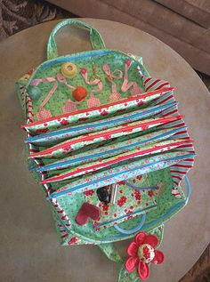sewing bags My Quilters Bee Bag - Sewing Crafts, Sewing Projects, Sewing Kits, Quilt Patterns, Sewing Patterns, Sew Together Bag, Storage Pods, Sewing Accessories, Bag Organization