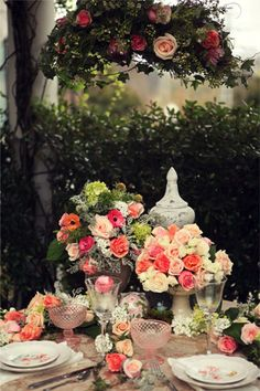 Rose centerpieces for wedding tables #roses #wedding #decorations #centerpieces