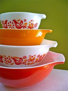 Ahhh... I have some of these... wedding gift 1974 :)    I LOVE vintage pyrex....I can never pass it up at garage sales or the thrift store :)   Don't have any of these though.....