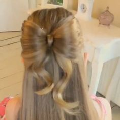 Hair DIY tutorial. By sweethearts_hair_design 3 weeks ago Sweet Bow Hairstyle, this is one of my favorites, so I thought I'd make a quick tutorial  the slightly longer version is on my Facebook page, Sweethearts Hair Design  #bowhair #peinadosvideos #hairclips #hairideas #hairvideos #hairtutorials #pretty #peinados #prettyhair #quickhairstyles #cgh #cutehairstyles #instahair @peinadosvideos #hudabeauty #peinadosvideos @tipsentutoriales #diyhair #tutorial #tutorials #hairstyle #instructions…