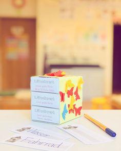 """Lehrerin ✨ auf Instagram: """"WÖRTERTURM! ✨ Immer wenn ein Kind ein Wort oft falsch schreibt, wird dieses Wort auf eine Karteikarte aufgeschrieben und zum Üben in den…"""" Kind, School, Instagram, Index Cards, Writing, Deutsch"""