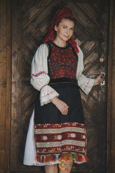 Portul popular din zona Bistrița – Etnotique Folk Costume, Costumes, Lace Skirt, Skirts, Photography, Draw, Traditional, Artist, Animals