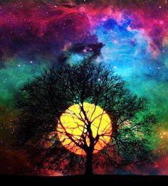 A cor do céu depende da hora, do tempo e de quem olha. Quem diz que o céu é azul, nem desconfia que, de noite, ele pode ser preto e, quando vai anoitecendo, pode até ser rosa ou vermelho. Quem diz que o céu é azul é analfabeto de céu.