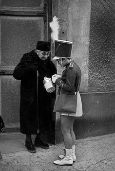 © Henri Cartier-Bresson - France. Burgundy. Côte-d'Or. Beaune. 1968
